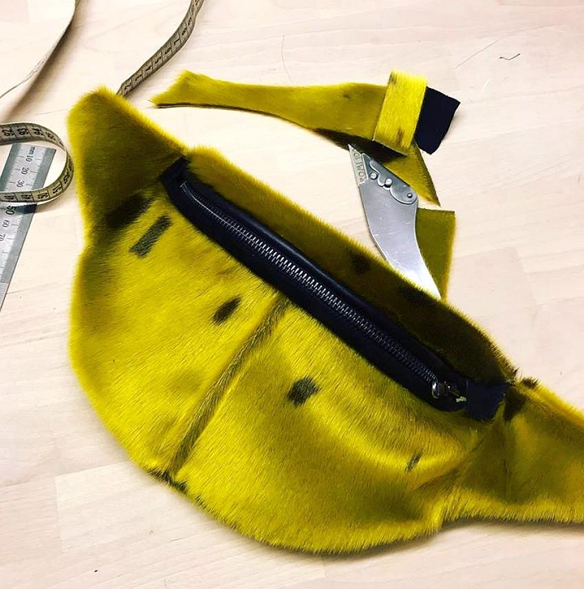 Bumbag i gul sælpels